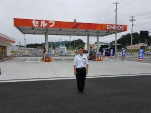 nieuw benzinestation met eigenaar Keizo Mase